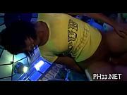 Порно видео кунилингус по принуждению зрелой госпоже