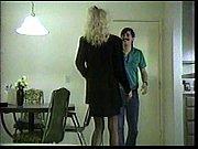 Сынок подглядывает как мамаша мастурбирует
