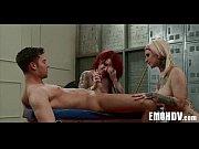 Порно прыгает на длинном члене наездница