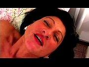 Порно мамочка с большими сиськами сосет