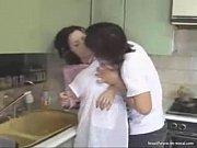 ムチエロな巨乳熟女は息子にキッチンで襲いかかられ手マンとクンニに乱れ狂う!