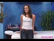 Девушка мастурбирует на пляже видео онлайн