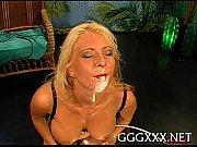 Девушка вылизывает сперму с пизды другой девушки