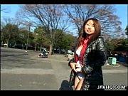 Видео как трахает женщину с маленьким членом