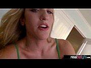 Порно парень лижет ее пизу и она от прикасновения языка стонит страсно и кончает