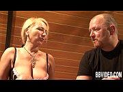 Порно видео девушка мастурбирует в пляжной кабинке