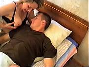 Порно трахнули пока ждала мужа