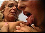 мамочка обучает дочь ебаться