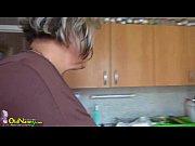 Молодой парень лижет киску у соседки