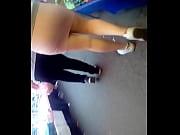 Женские пальчики в босоножках видео
