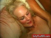 Девушка ласкает спящую подругу-порно