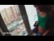 Ролик лезбиянка издевается над женщиной