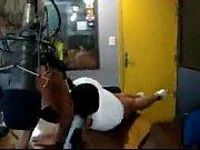 Stripdance baila y se desnuda en la radio
