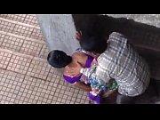 Видео болезнено протыкают пальцем девственую плевру