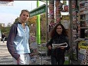 Негр снимающий девушек на улицах за деньги