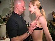 Порно трахают зрелую в попу в юбке