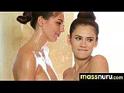 Красивые натуральные груди девушки