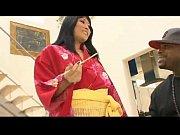 Видео девушка в коротком платье показывае трусики