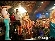 Секс молодой девушки с зрелыми мужчинами видео на руском