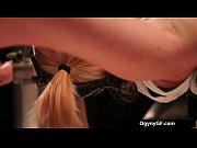 Модель с натуральной стоячей грудью и торчащими сосками довела себя до оргазма