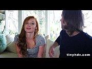 Видео парень трахает щрелую женшину