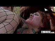Порно видео девушка раздевается