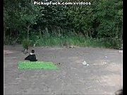 Девушка в короткой юбке стоит раком показывая трусики
