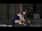 Парень трахается с двумя девушками видео