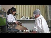 制服姿の痴女子校生が怪我した同級生に顔騎して強制クンニさせちゃう