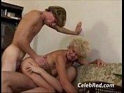 Заниматься сексом со своей дочерью