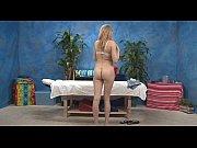 Грудастую блондинку на кровате