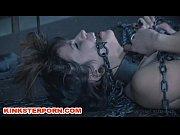 Фильмикс порно одна рука в пизде а вторая в жопе