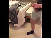 Подсмотрел что мама делает в ванной скрытое видео
