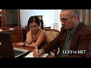 Мамка-лезби доводят молодую киску до оргазма смотреть онлайн