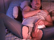 Секс с брюнеткой в чулках дома