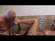 Девушка целует руки во время секса