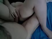 Сисястая брюнетка мастурбирует в ванной видео