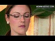 Смотреть видео мать лижет грудь у своей дочери