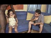 Видео молодая мама сасет у сына