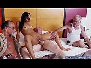 Порно видео много женщин трахают одного парня