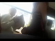 под юбку писю в автобусе
