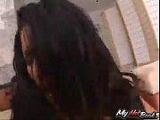 Подглядывание под женскую юбку видео