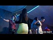 Грудастая телочка танцует на камеру