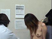 【ギャル】茶髪ギャルが万引きしちゃって店長に全裸にされてマンコいじられ中出…