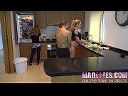 Худая гимнастка показывает себя в разных позах порно видео