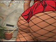 Женщина лижет соски парню порно видео