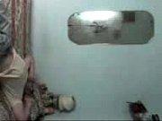 Девушка кончает белой густой жидкостью