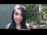 Видеоролики жену трахают двое и кончают в рот