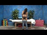 Мужик мастурбирует женщину фото