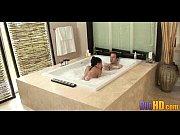 Мужик с длинным горбатым членом трахает свою жену в ротик на диване